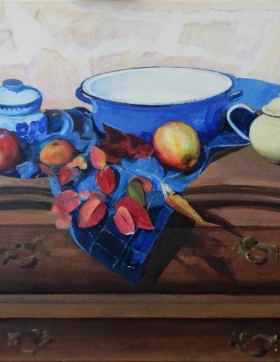 Walter van Dieren   Stilleven met blauw kleed, appels en tak met herfstbladen op kabinetje